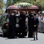 Ce sunt serviciile funerale și de ce să organizezi o înmormântare?