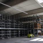 Rafturile metalice, un mijloc prin care se poate crea un magazin primitor